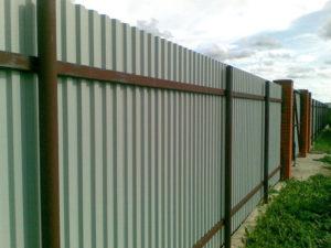 Забор из профнастила внутренняя сторона